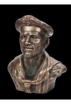 Бюст немецкого моряка