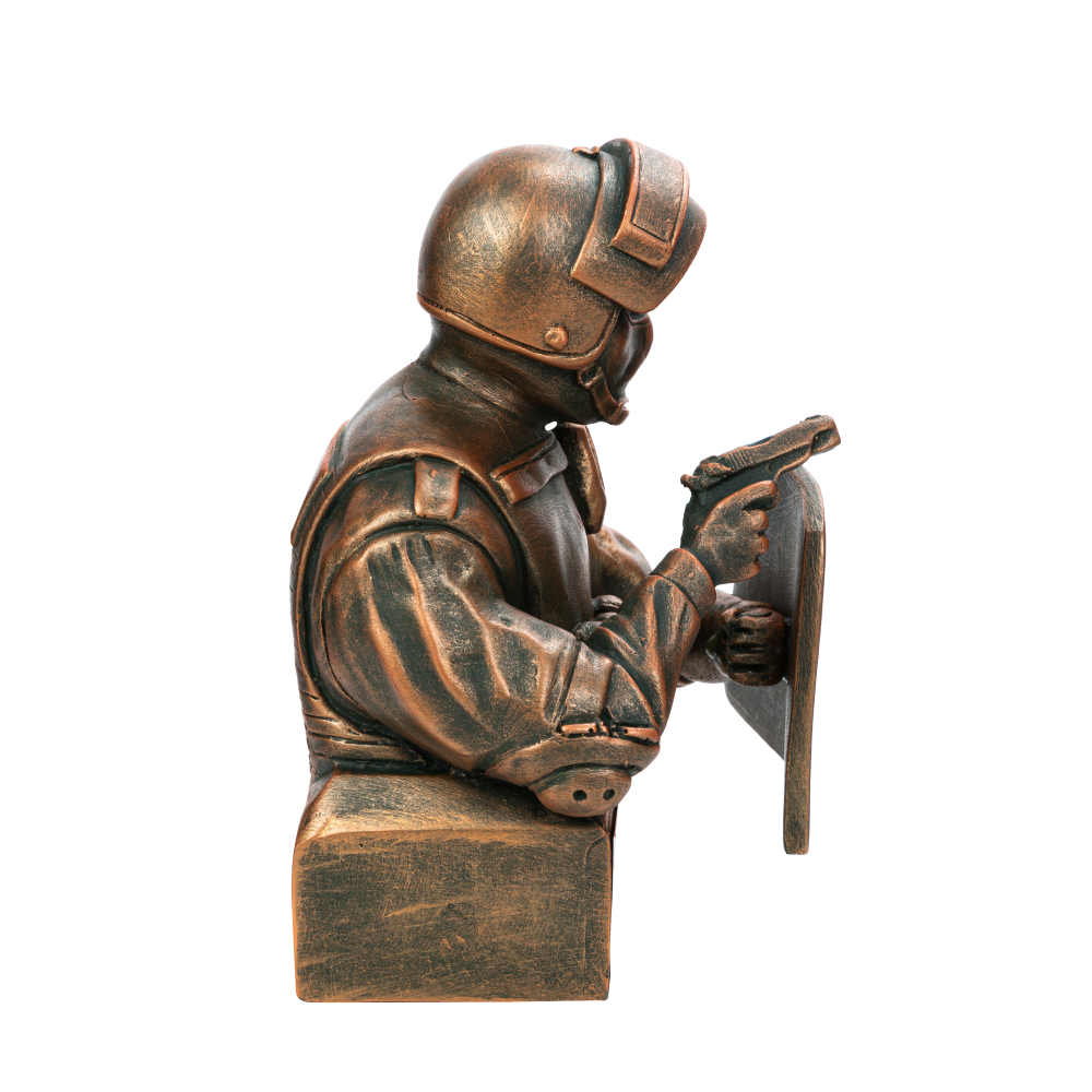 Боец спецназа со щитом